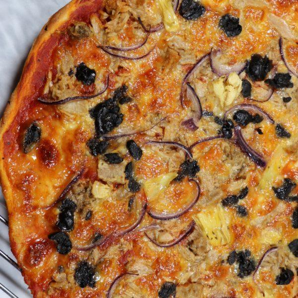 Piza Tuna and Red Onion