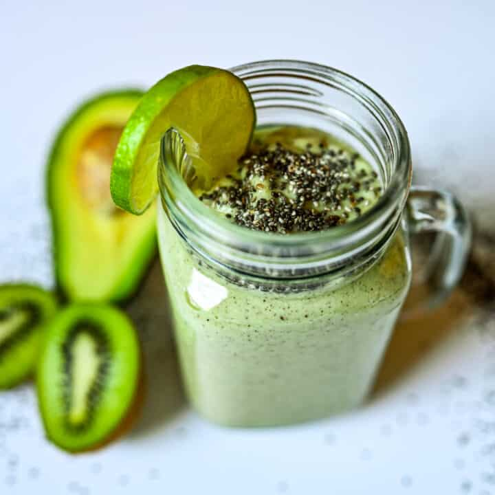 Avocado & Kiwi Smoothie with Lime and Chia Seeds3