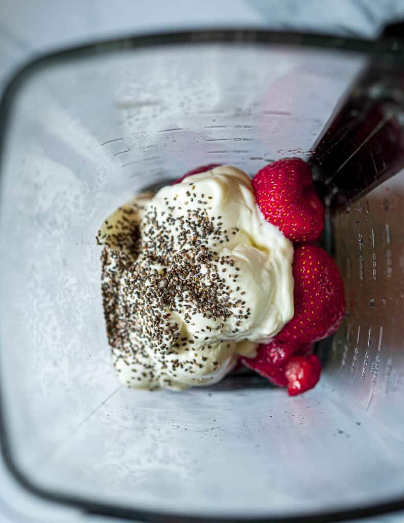 Strawbeery-Chia-Seeds-Smoothie