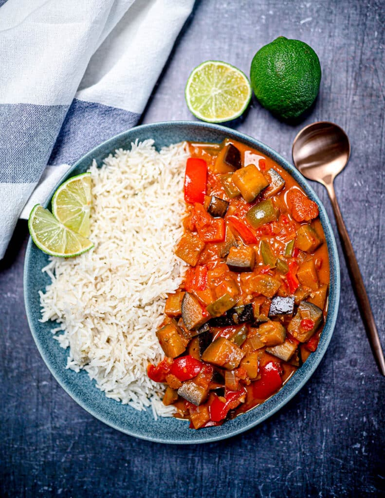Photo of a bowl of Aubergine red Thai curry with rice