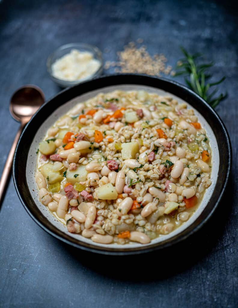Photo of bowl with white minestrone soup with beans
