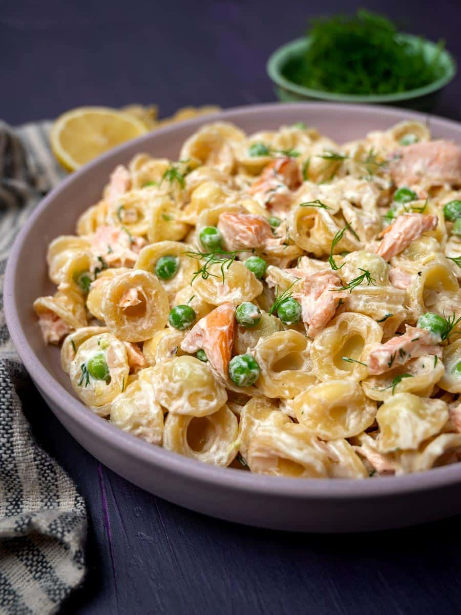 A bowl pf pasta with salmon and peas