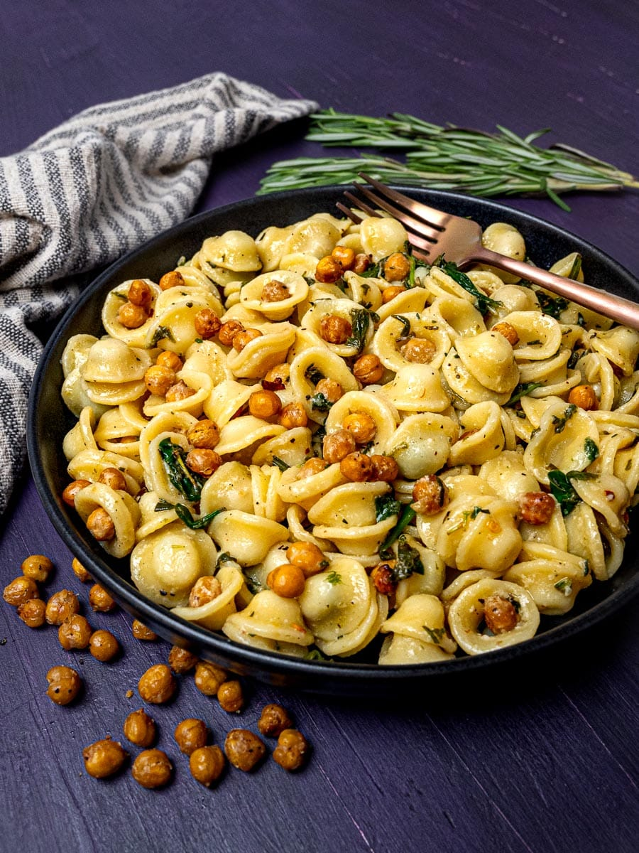 A bowl of roasted chickpeas pasta